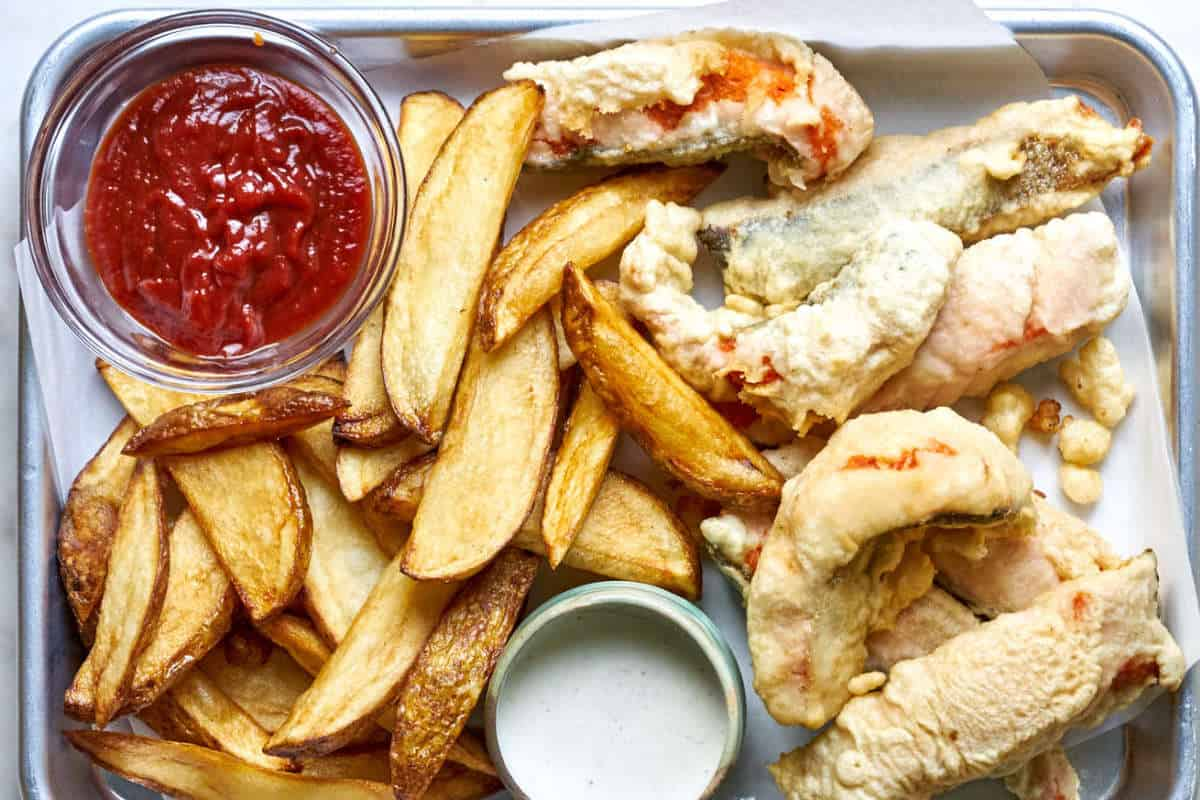 Fried fish with fries and ketchup.