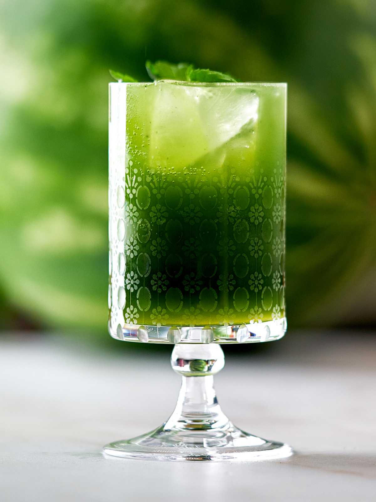 Green drink with ice and mint.